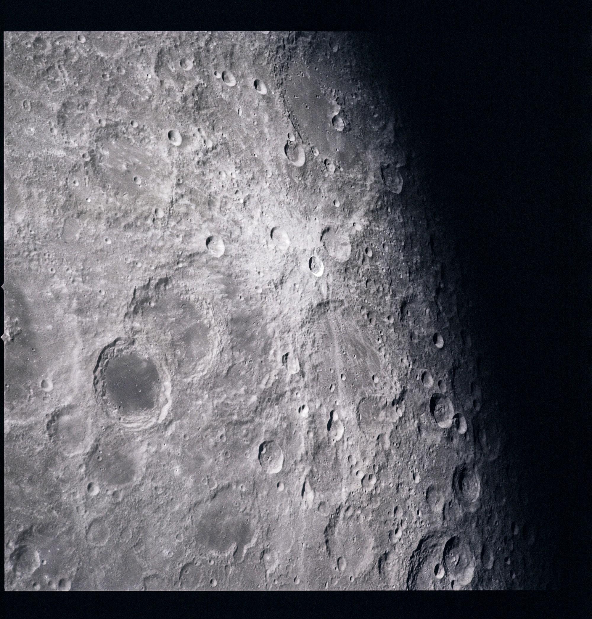 AS16-121-19434-min
