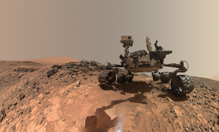 Curiosity rover : searching for traces of water