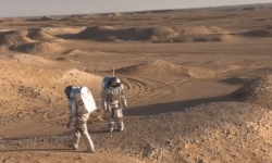 Participate in a Mars simulation AMADEE