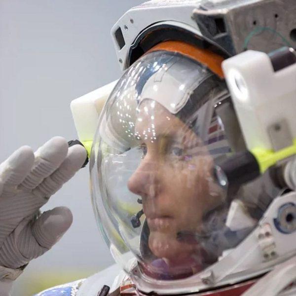 dvd blu ray 16 sunrises spacesuit