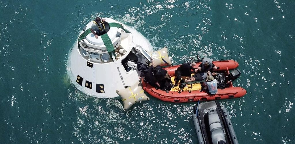 CST-100 Starliner astronaut water rescue training